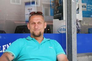 Christer Gustafsson, Sandviken:– Jag brukar bara åka inom Europa och då tar jag ut euro på automaten. Annars brukar jag ta ut med kort i automater i landet där jag befinner mig.