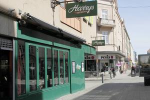Arbetsförmedlaren beviljade praktikplats på krogen Harrys trots att facket sa nej och företaget nyligen sagt upp personal.