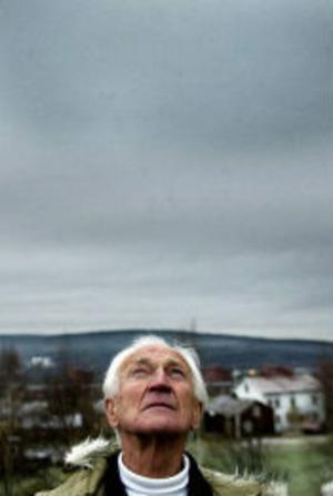 Sten Zackari undrar varför solen inte skiner i Sundsvall.