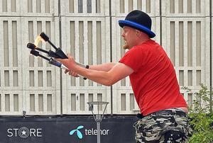 En jonglör på Sigmatorget