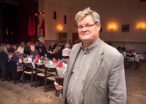 Lennart Gard (S) sitter som ledamot i omvårdnadsnämnden. Hans parti vill se en utförligare ekonomisk analys av konsekvenserna en nedläggning av servicehusplatserna skulle ge.