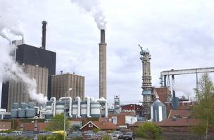 Skutskärsfabriken vill börja ta betalt för spillvärmen, vilket innebär en höjning av fjärrvärmepriset i Skutskär.