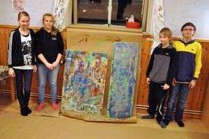 Linnea Björklund, Emelie Printz, Teodor Larsson och Jonathan Spears Berryman provade på graffitin och visade upp sina alster.