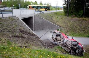 I Torvalla körde en bil av vägen.