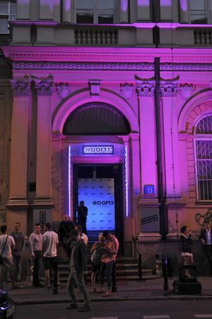 Den klubbtäta gatan Mazowiecka är en av Warsawas livligaste på helgnätter.