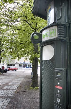Vid Södermalmstorg finns en gatutoalett.