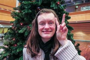 Julia Åslund gav julgransplundringen högt betyg.