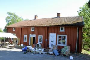 Renoveras. Den gamla prästgården i Lundby genomgår en förändring år från år. Flera av rummen i huset är nu mer eller mindre klara.