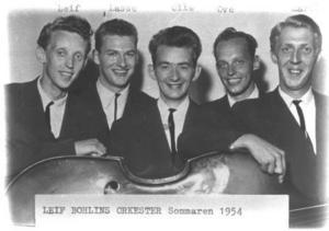 Leif Bohlins orkester sommaren 1954 bestod av Leif Bohlin, sax, Lasse Forsberg trummor, Olle Roos sax, Ove Pålsson piano och dragspel, samt Martin Jonsson på kontrabas.