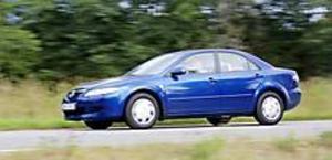 Foto: OLLE HILDINGSON Tuffare. Mazda 6 har förstås som tidens tecken breda och låga strålkastare med klarglas. Grillen har ger bilen ett lätt aggressivt utseende.