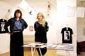 Helene Gedda (till vänster) och Clara Bodén har en butik och utställningslokal ihop på Tullgatan.