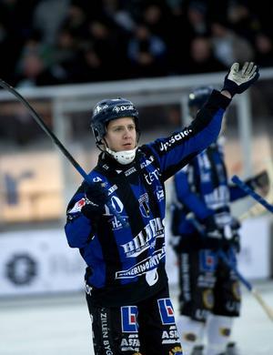 Forwarden Viktor Broberg är aktuell för en återkomst i elitserien och Sirius.