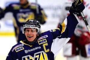 JohanDavidsson får motta priset när HV71 spelar SM-semifinal mot Frölunda på måndag. Foto: Scanpix