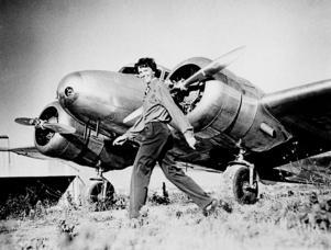 Piloten Amelia Earhart blev den första kvinnan som flög över Atlanten.
