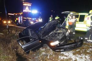 Singelolycka. Bilföraren krockade med en stolpe och skadades lindrigt. Olyckan hände strax före klockan 22 på måndagskvällen.