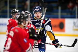 Moralånet Dan Pettersson gjorde sin andra match i BHF-tröjan. Mot Hudiksvall i onsdags spelade Dan i fjärdekedjan, men mot Visby/Roma var han uppflyttad till förstafemman.
