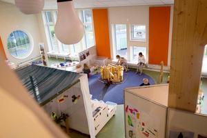 En förskola i två våningar. Här på Torget på övervåningen ska fantasi och nyfikenhet få spelrum bland fyra- och femåringar. Personalen skulle gärna se ett torg även för de yngsta barnen, säger Annelie Zandén, förskolechef.