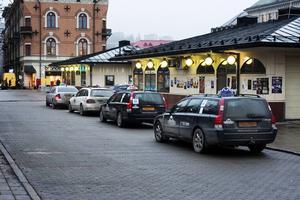Kontrollera kostnaden för din taxiresa. En resa med en taxibil kan kosta lika mycket som att åka med 18 bilar.