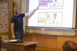 Johan Hall på Webmyran lär företagen i Härjedalen hur man annonserar på Facebook.