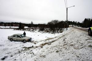 Dramatisk avåkning. Personbilen ska ha voltat innan färden tog slut på en åker väster om Stöde.