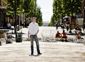 Mitt i dammet. Alexander Dufva, biträdande stads-arkitekt i Örebro, står bakom två av stans största omgörningar på länge – Stortorget och Våghustorget.