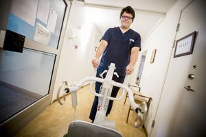 Eric Dellkrantz är en av flera som tagit chansen till traineejobb inom välfärden i Bollnäs kommun.