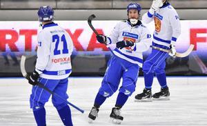 Mikko Lukkarlia efter att han gett Finland ledningen mot Kazakstan.