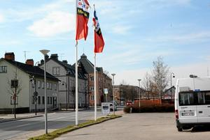 April 2015. 35 år senare har macken blivit OKQ8 och telegrafen mittemot nuvarande Frosths blivit parkeringsplats.