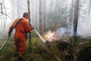 Hundratals brandmän har hjälpt till med släckningsarbetet under flera veckors tid.