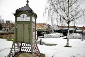 Bokkiosk? I samband med att den första bokholken kom till Askersunds kommun, kom även förslaget på att göra om telefonkiosken till kommunens andra bokholk.
