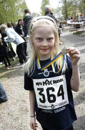 Clara Engstrand, 9 år, gillar att springa. Hon vann sin klass på Minimaxruset och springer annars i lopp på skolan.