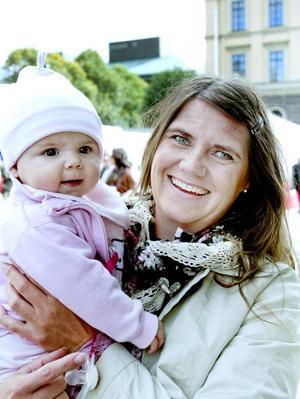 Anna-Carin Jonsson, 30 år, föräldraledig med Molly, Gävle:– Ja. Men jag har inte riktigt bestämt mig för parti. För mig är det just nu familjepolitiken som är mest aktuell.