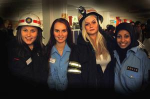 Eleverna Emma Dahlman, Viktoria Hammarbring, Ida Mikkonen, Iman Fatlawi hade en rolig kväll.