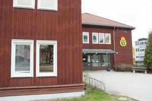 Från den 19 juni och drygt två månader framåt hålls entrédörrarna till polisens reception i Avesta stängda.