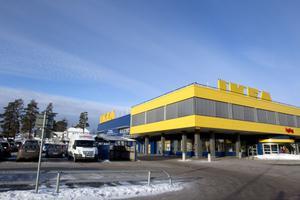 Ikea bör se över sin affärsmodell och sitt kortsiktiga tänkande, tycker Andreas Larsson.