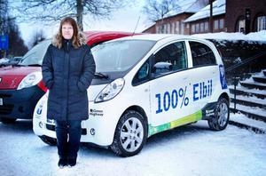 Anne Sörensson, är projektledare för Grön trafik inom Östersunds kommun. Grön trafik arbetar för att minska klimatpåverkan från resor och transporter och arbetet har nu resulterat i att Östersund har utsetts till landets bästa kommun för elbilar.