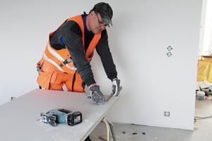 Berndt Mittjas jobbar i en av de nya lägenheterna.