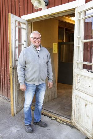Pelle och Siv Nyberg odlar spannmålsråvarorna på gården i Delsbo.