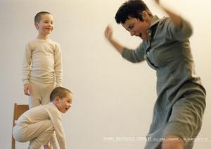 På Konstmuseet. Hanna Brotherus dansfilm Be always with us har tema moderskapet.