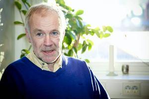 Jan Håkansson är distriktsläkare i Krokom och han utbildar ST-läkare i vetenskaplig metodik. Han ifrågasätter starkt Robert Uittos kopplingar till homeopatiska läkemedelsbolag.