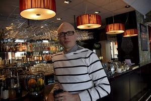 Måns Jeppsson arrangerar det mesta i studentväg i vår. På fredagskvällen är det 100-dagarsfesten på Oscar Matsal & Bar.