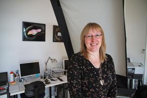 Sara Kaiser Lööf har flyttat Siljabild till den före detta cocosbollsfabriken i Gröntuv. Sedan juni är det nu fotostudio där det ursprungligen var ett småskole klassrum.