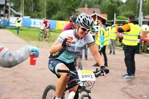 Den dubble världsmästaren i landsväg och bragdguldsvinnaren Susanne Ljungskog fick stora applåder i Evertsberg