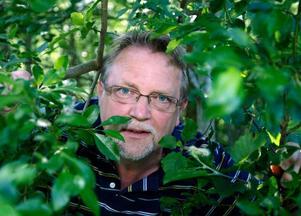 Ytterån har blivit en grön djungel av allt sly som har växt upp här, säger radiomannen Leif Landin från Östersund, men bördig från byn.