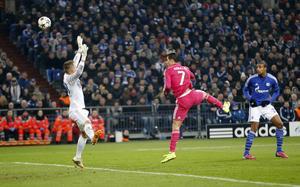 Madridanhängarna har oroat sig över Cristiano Ronaldos form – både på fotbollsplanen och utanför. Men i denna match mot Schalke lossnade det lite och dt blev en notering i protokollet.