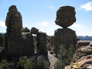 En intressant nationalpark med 1000-tals balanserande klippformationer.
