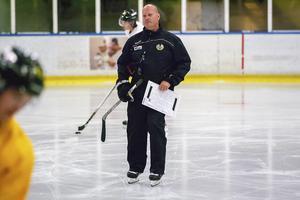 Ulf Hedberg kan tänka sig att fortsätta träna FAIK – om det blir en satsning mot division 1.