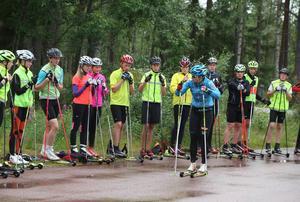 Ida Ingemarsdotter gav tips om stakteknik till deltagarna på Skidgymnasiets läger i Sveg.