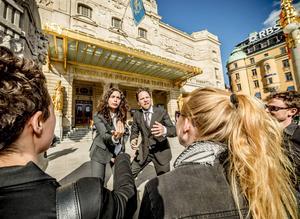 Ana Gil de Melo Nascimento och Filip Alexandersson är redo att provocera folk som passerar förbi Dramaten i Stockholm den 14 och 15 augusti.