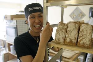 Anna Hjalmarsson brinner för sitt bröd och vill helst fortsätta baka i Ljusdal.